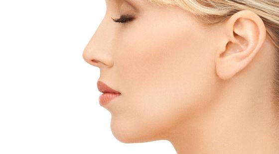 Rinoplastia: avantaje și riscuri ale remodelării nasului