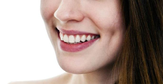 Operația estetică de gropițe în obraji aduce zâmbetului valențe carismatice