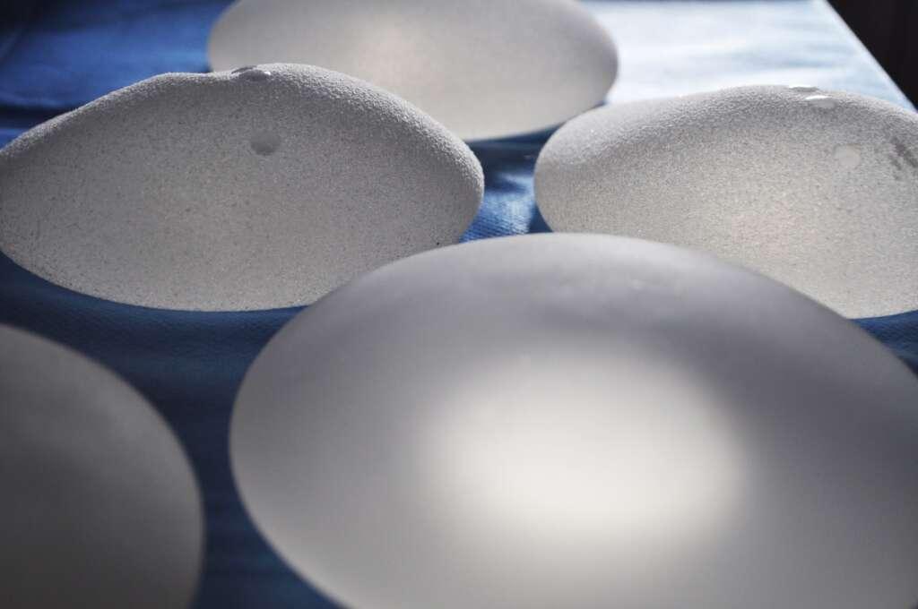 implant mamar texturat